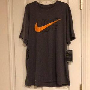 New The Nike Tee / Dri-Fit